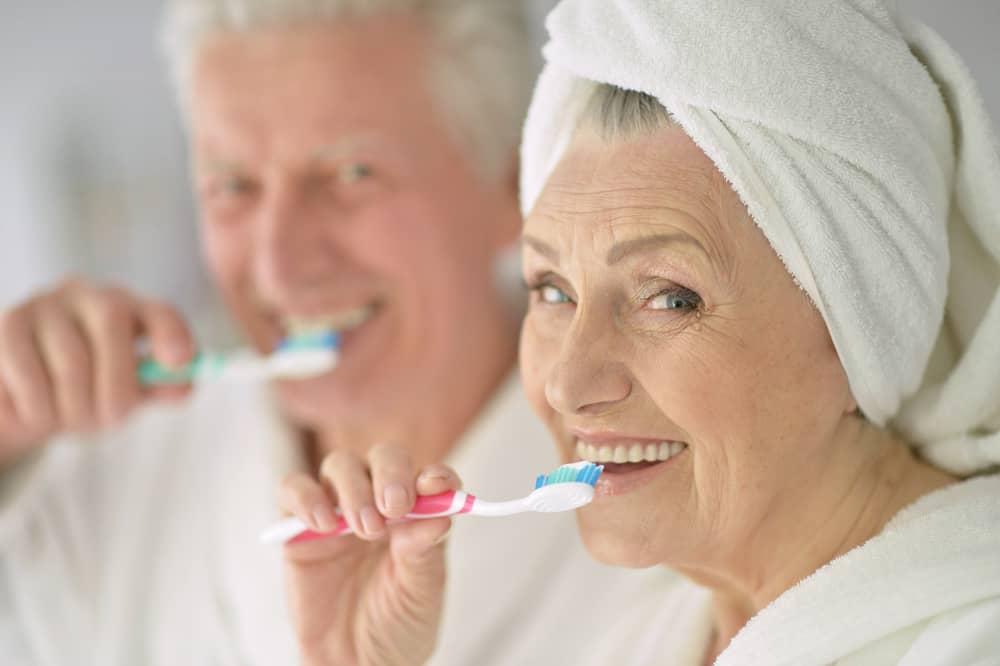 Cara Merawat Gigi dan Mulut Lansia Agar Tetap Sehat